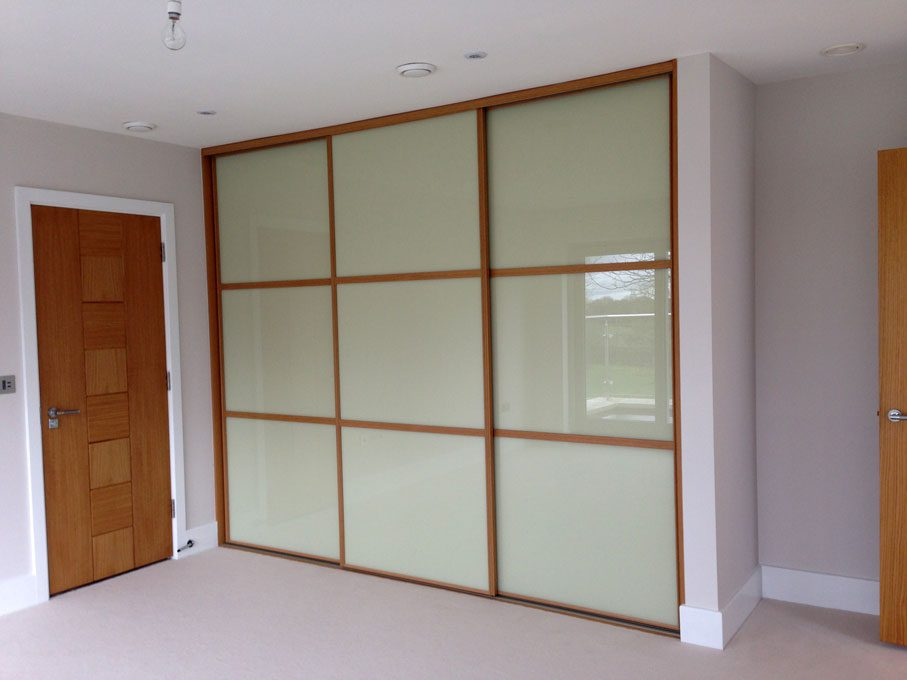 Oak frame and oriental style Almond glass doors