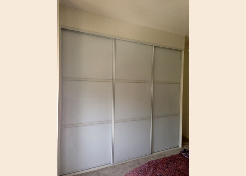 White frame and oriental style Pure White glass doors