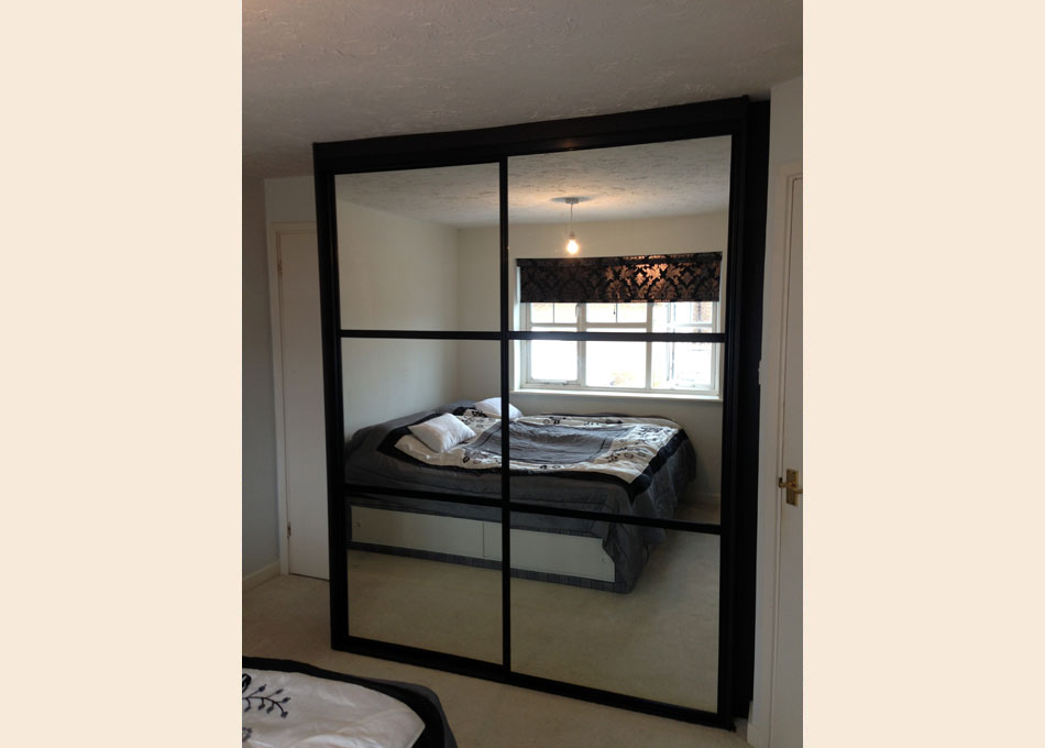 Black frame and oriental style Mirror doors