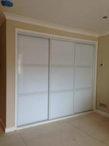 Sliding wardrobe doors, white frame and pure white glass