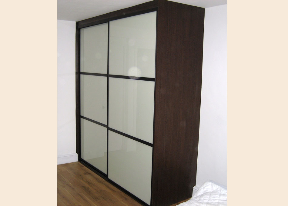 Oriental wardrobe wenge and almond glass