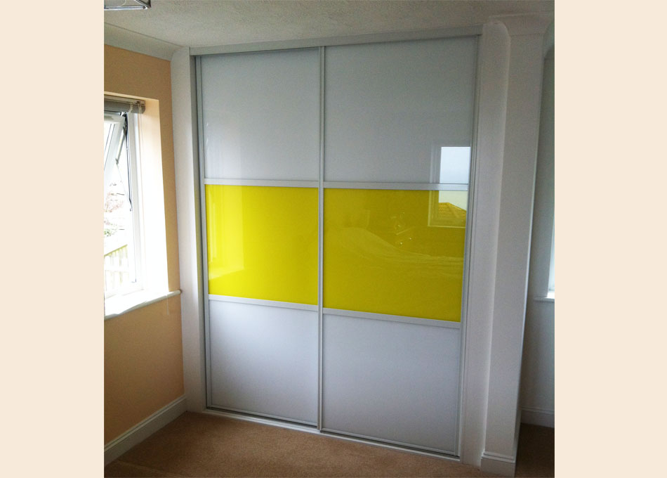 Oriental wardrobe white frame Pure white and yellow glass