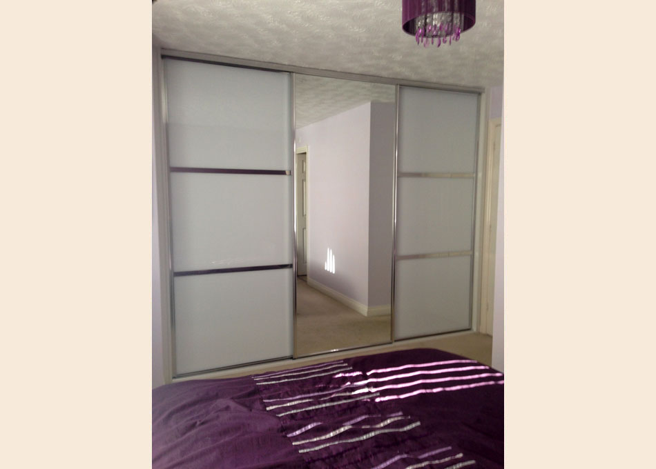 Chrome frame and oriental style Pure White glass and Mirror doors