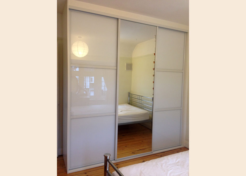 White frame and oriental style Pure White glass and Mirror doors