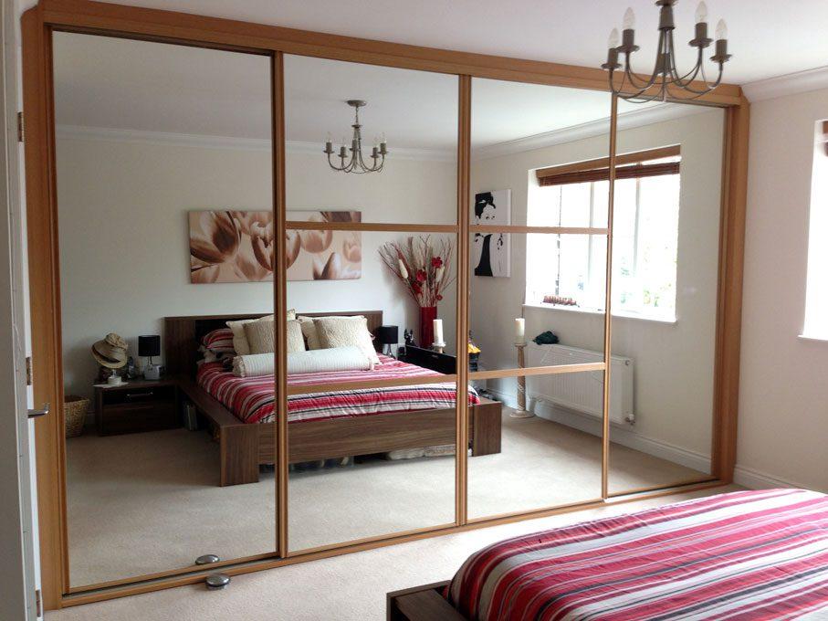 Oak frame and Mirror doors